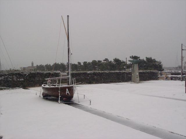 積雪 聖火台とA級ディンギー